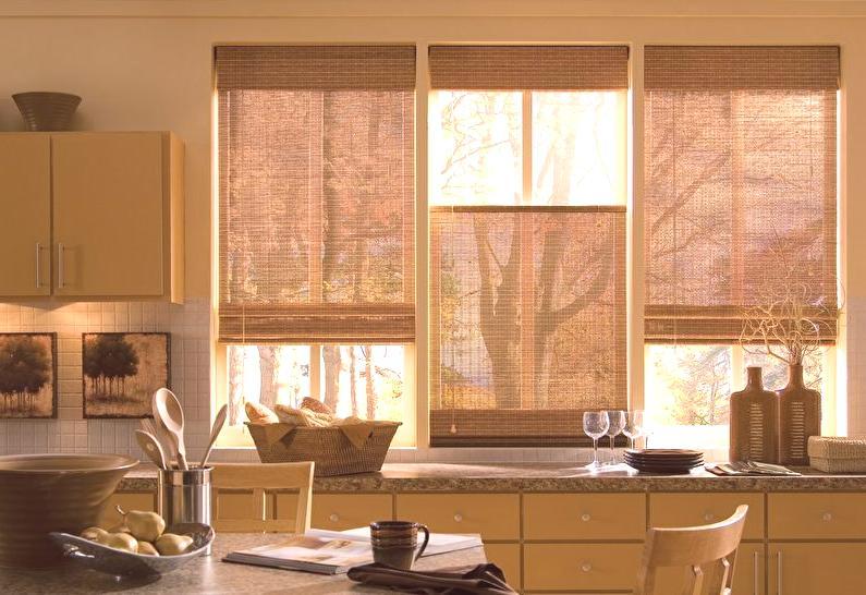 5d47ab616cc4c Existuje mnoho možností na upevnenie takýchto záclon do kuchyne - od  klasických drevených krúžkov na odkvape až po rolky a rímske návrhy.